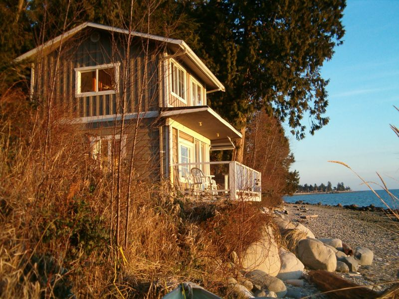 Pets allowed! Trail's End Cottages is a pet-friendly lodging / accommodation in Sechelt.